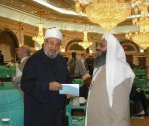 عبد الحمید در کنار قرضاوی